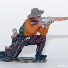 Figuras de Borracha e PVC: REAMSA - TEXAS COWBOYS - 60MM - PLASTICO - VAQUERO ARRODILLADO DISPARANDO - AÑOS 1953-1956. Lote 192311817