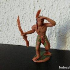 Figuras de Goma y PVC: JECSAN LOTE OESTE GUERRERO INDIO OTEANDO CON RIFLE. ORIGINAL AÑOS 70. PTOY. Lote 192668432