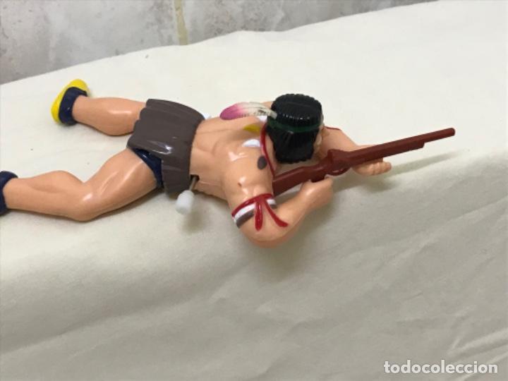 Figuras de Goma y PVC: Indio plastico rigido antiguo juguete de cuerda gira la cintura indio Oeste escopeta 18 cm - Foto 9 - 193081882