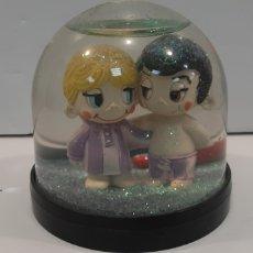 Figuras de Goma y PVC: BOLA COMICS SPAIN ENAMORADOS. Lote 193416856