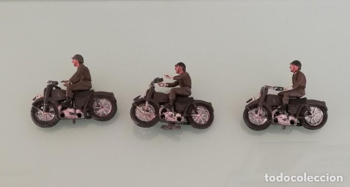 Figuras de Goma y PVC: FIGURAS DE 3 MOTOS DE TEIXIDO, MOTO DESFILE DE INFANTERIA, REALIZADAS EN PLASTICO, AÑOS 60, MUY RARA - Foto 2 - 193439198