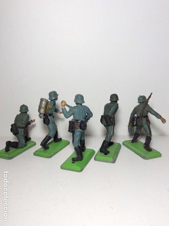 Figuras de Goma y PVC: LOTE 5 FIGURAS SOLDADOS ALEMANES 2ª GUERRA MUNDIAL BRITAINS 1971 13 - Foto 2 - 193695350