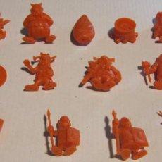 Figuras de Goma y PVC: LOTE 20 FIGURAS ASTERIX DUNKIN ORTIZ ? COLOR NARANJA - TAMBIEN SUELTAS. Lote 193908570