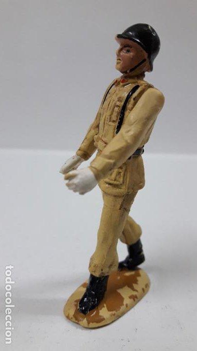 Figuras de Goma y PVC: SOLDADO ESPAÑOL EN DESFILE . REALIZADO POR TEIXIDO . AÑOS 50 EN GOMA - Foto 2 - 194111662
