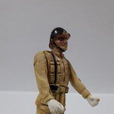 Figuras de Goma y PVC: SOLDADO ESPAÑOL EN DESFILE . REALIZADO POR TEIXIDO . AÑOS 50 EN GOMA. Lote 194111662
