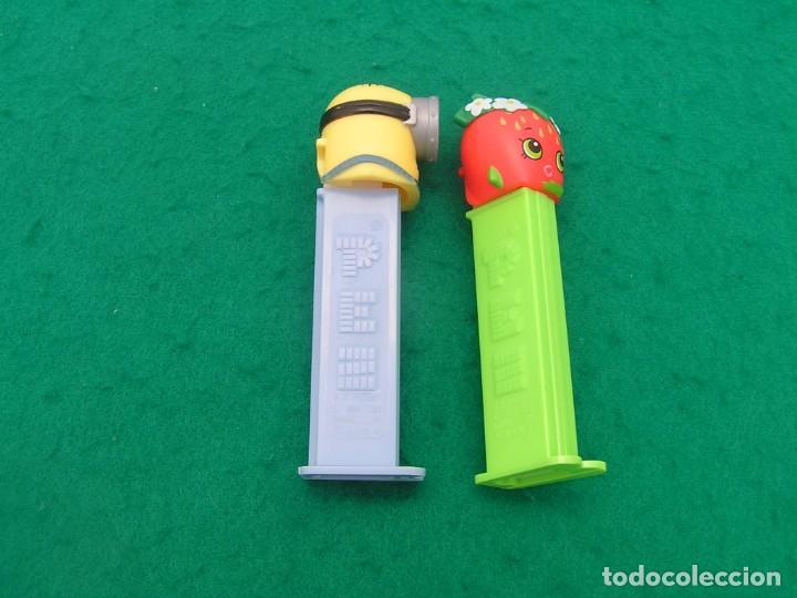 Dispensador Pez: Lote de dos dispensadores caramelos PEZ: Minion de un solo ojo y Fresa. - Foto 2 - 194167162
