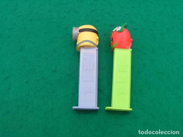 Dispensador Pez: Lote de dos dispensadores caramelos PEZ: Minion de un solo ojo y Fresa. - Foto 3 - 194167162