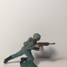 Figuras de Goma y PVC: FIGURA SOLDADO ALEMAN EN GOMA DE PECH 87. Lote 194185801