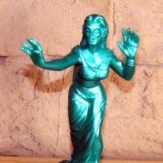 Figuras de Goma y PVC: SUPER MONSTRUOS - FIGURA DE VAMPIRESA - YOLANDA COMANSI - VERDE METALIZADO. Lote 194203075