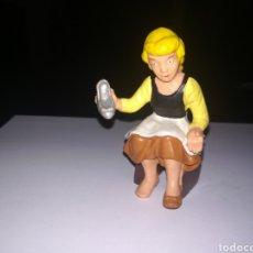 Figuras de Goma y PVC: WALT DISNEY FIGURA DE PVC LA CENICIENTA BULLY AÑOS 80. Lote 194246027
