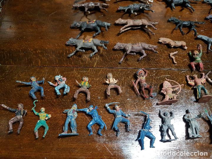 Figuras de Goma y PVC: 105 figuras Reamsa, Comansi, Pech, jJecsan años 40/50 indios, vaqueros, militares, soldados animales - Foto 3 - 194305117