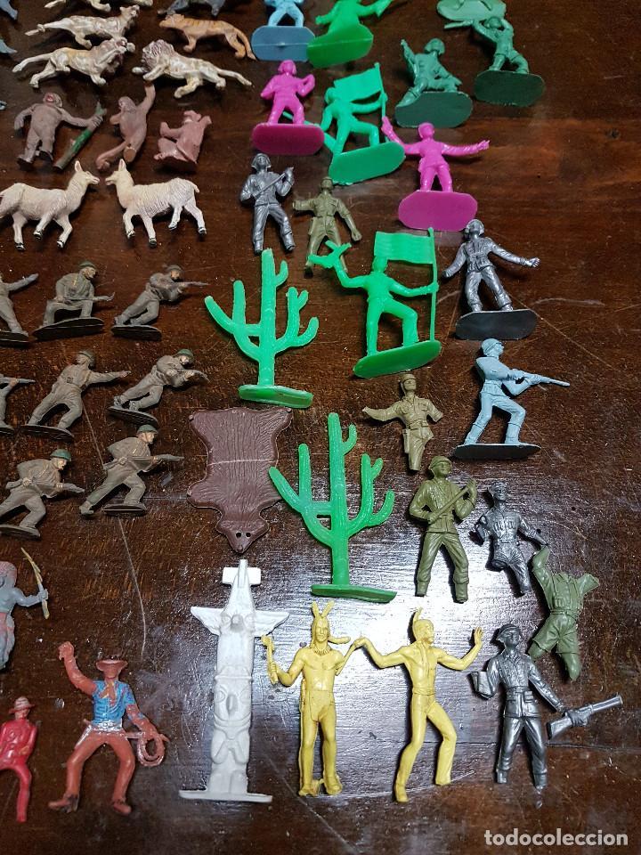 Figuras de Goma y PVC: 105 figuras Reamsa, Comansi, Pech, jJecsan años 40/50 indios, vaqueros, militares, soldados animales - Foto 5 - 194305117