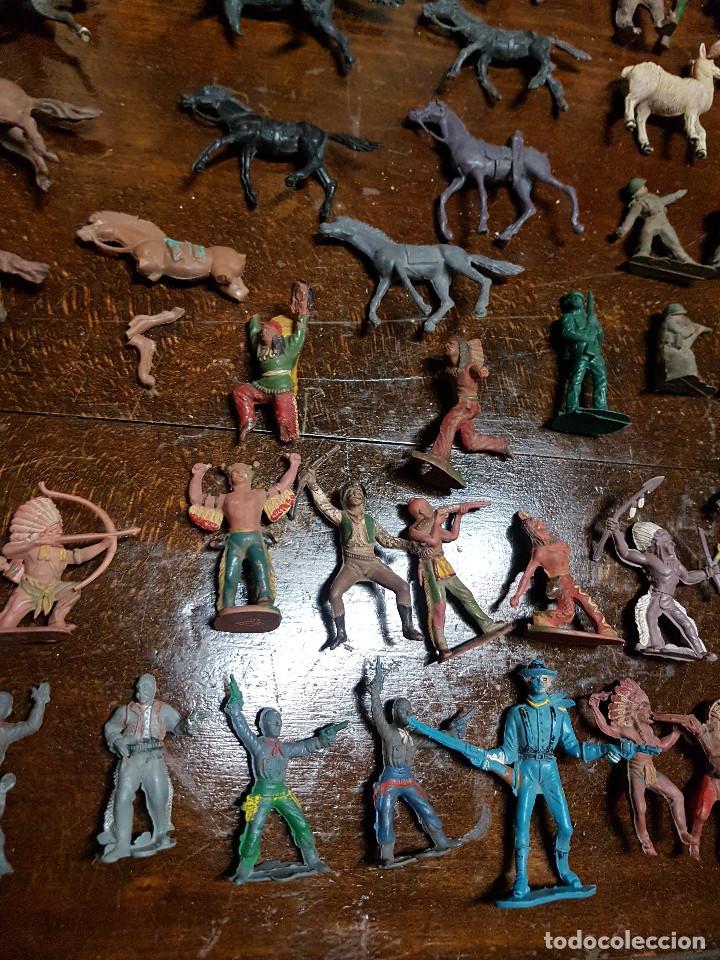 Figuras de Goma y PVC: 105 figuras Reamsa, Comansi, Pech, jJecsan años 40/50 indios, vaqueros, militares, soldados animales - Foto 7 - 194305117