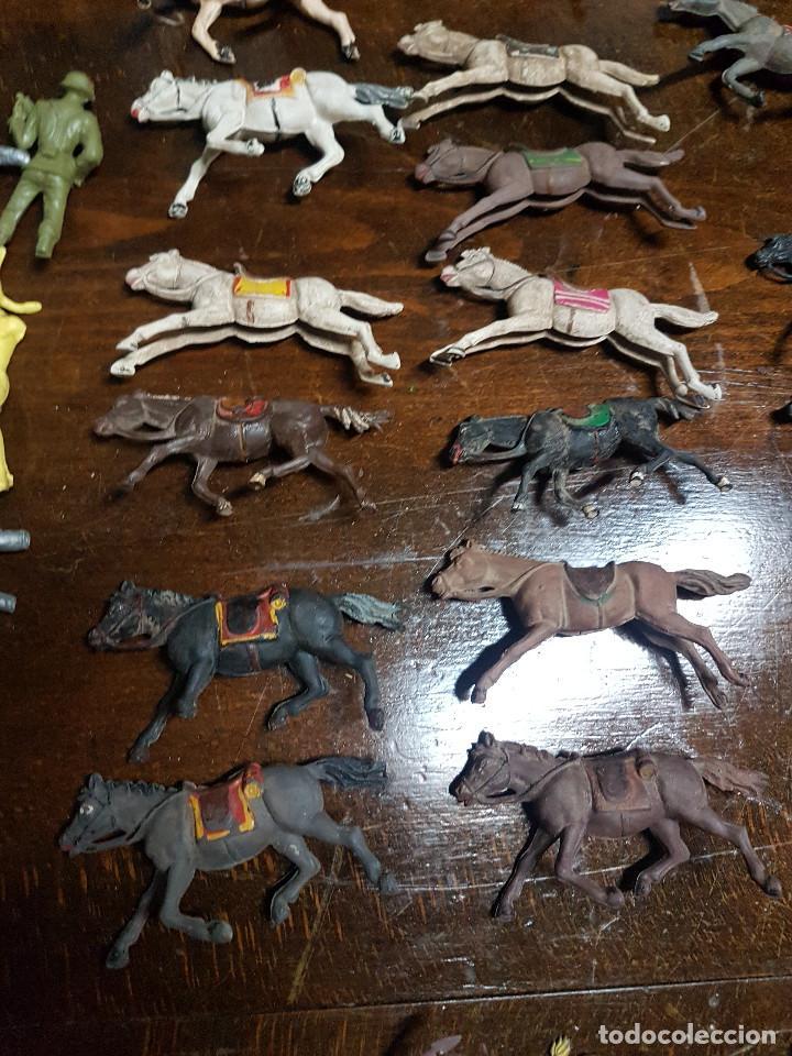 Figuras de Goma y PVC: 105 figuras Reamsa, Comansi, Pech, jJecsan años 40/50 indios, vaqueros, militares, soldados animales - Foto 9 - 194305117