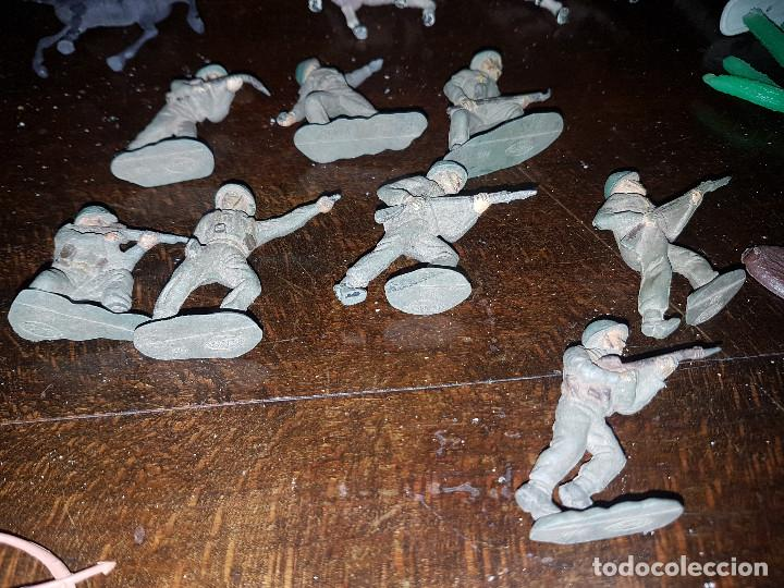 Figuras de Goma y PVC: 105 figuras Reamsa, Comansi, Pech, jJecsan años 40/50 indios, vaqueros, militares, soldados animales - Foto 13 - 194305117
