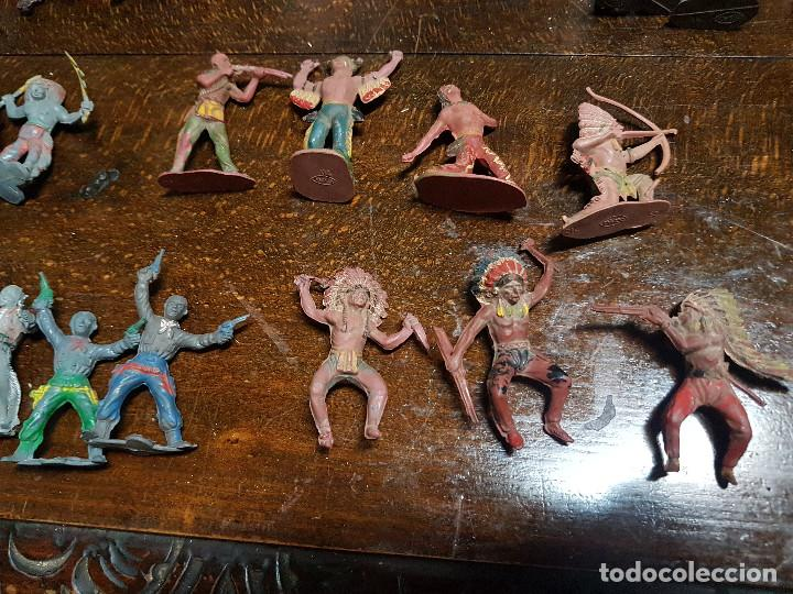 Figuras de Goma y PVC: 105 figuras Reamsa, Comansi, Pech, jJecsan años 40/50 indios, vaqueros, militares, soldados animales - Foto 15 - 194305117