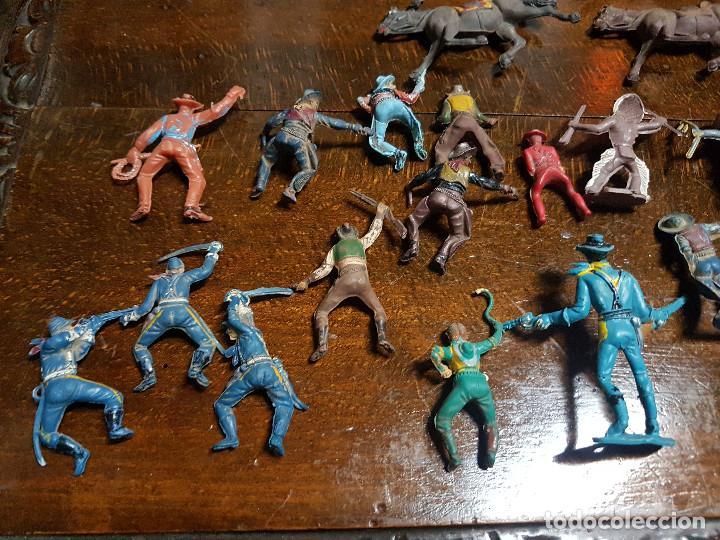 Figuras de Goma y PVC: 105 figuras Reamsa, Comansi, Pech, jJecsan años 40/50 indios, vaqueros, militares, soldados animales - Foto 18 - 194305117