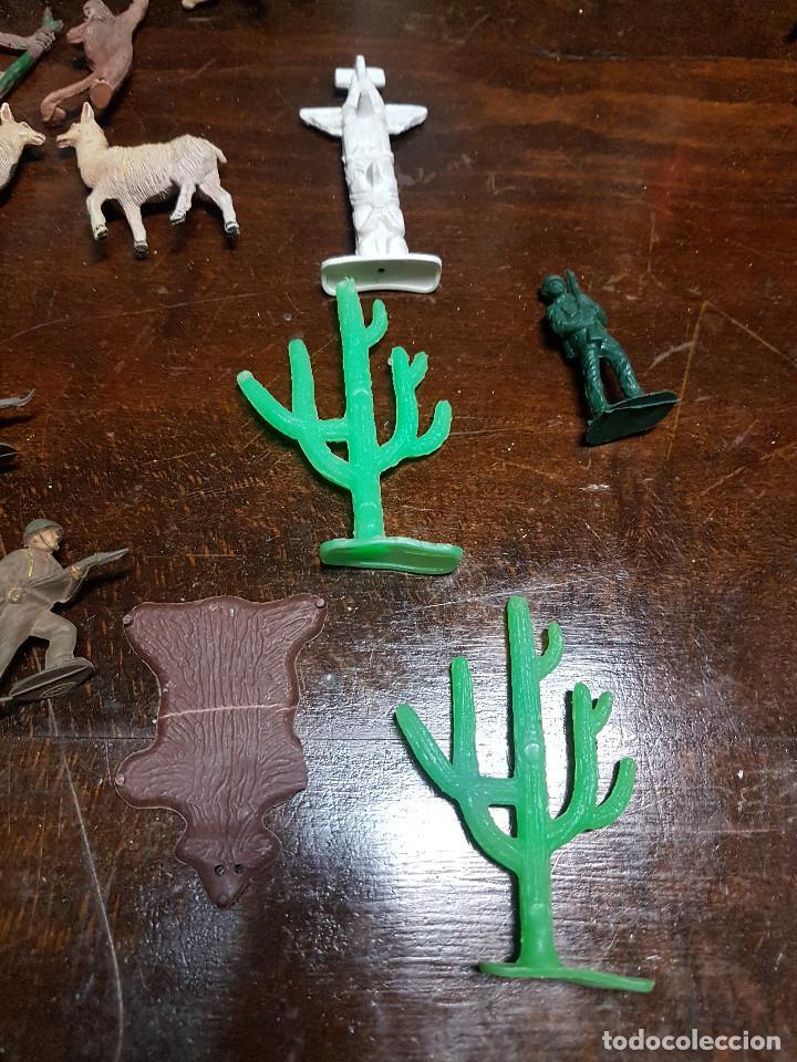 Figuras de Goma y PVC: 105 figuras Reamsa, Comansi, Pech, jJecsan años 40/50 indios, vaqueros, militares, soldados animales - Foto 20 - 194305117