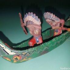 Figuras de Goma y PVC: CANOA CON DOS INDIOS JEFES PECH. Lote 194376930
