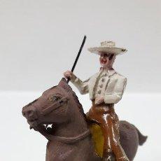 Figuras de Goma y PVC: REJONEADOR A CABALLO . REALIZADO POR PECH . SERIE PEQUEÑA - MUNDO TAURINO . AÑOS 50 EN GOMA. Lote 194460491