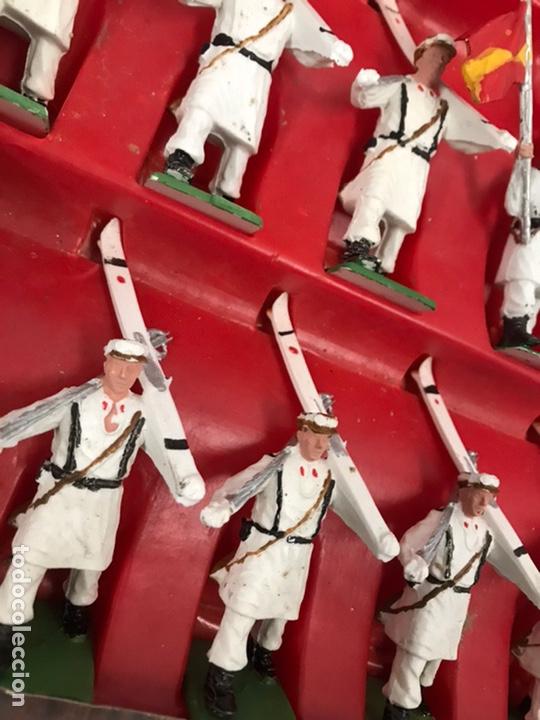 Figuras de Goma y PVC: ANTIGUA CAJA REAMSA - EJÉRCITOS DE ESPAÑA - FIGURAS DE PLÁSTICO FLEXIBLES DECORADAS A MANO - Foto 2 - 194639052