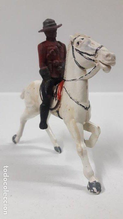 Figuras de Goma y PVC: POLICIA MONTADA DEL CANADA A CABALLO . REALIZADO POR REAMSA . AÑOS 50 EN GOMA - Foto 2 - 194718542