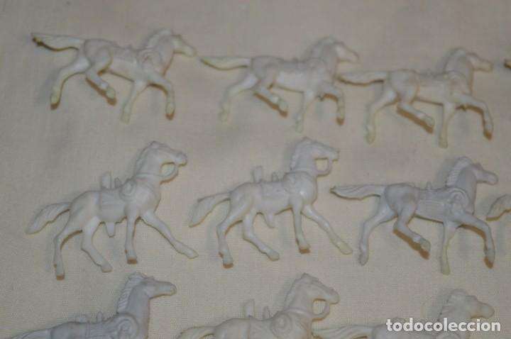 Figuras de Goma y PVC: Lote OESTE - Montón CABALLOS variados, Plástico/PVC - COMANSI, OLIVER, PUIG, PECH, JECSAN ... - Foto 2 - 194725448