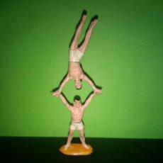 Figuras de Goma y PVC: FIGURA EN GOMA 2 MALABARISTAS CIRCO DIR DOR JECSAN AÑOS 60 MUY BUEN ESTADO. Lote 194892546