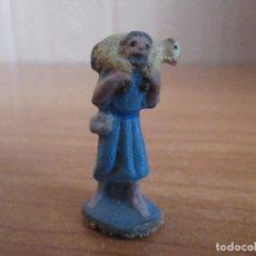Figuras de Goma y PVC: FIGURA ANTIGUA PASTOR TRANSPORTANDO OVEJA ( PECH , JECSAN , REAMSA TEIXIDO ,OLIVER , COMANSI , ETC). Lote 194985850