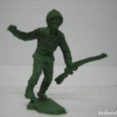 Figuras de Goma y PVC: FIGURA DE UN SOLDADO DE MONTAPLEX. Lote 195009582