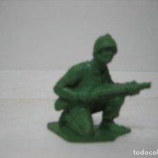 Figuras de Goma y PVC: FIGURA DE UN SOLDADO DE MONTAPLEX. Lote 195009637