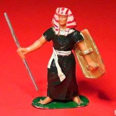 Figuras de Goma y PVC: GUERRERO EGIPCIO, SERIE EGIPCIOS, PLÁSTICO, JECSAN MADE IN SPAIN, ORIGINAL AÑOS 60.. Lote 195056727