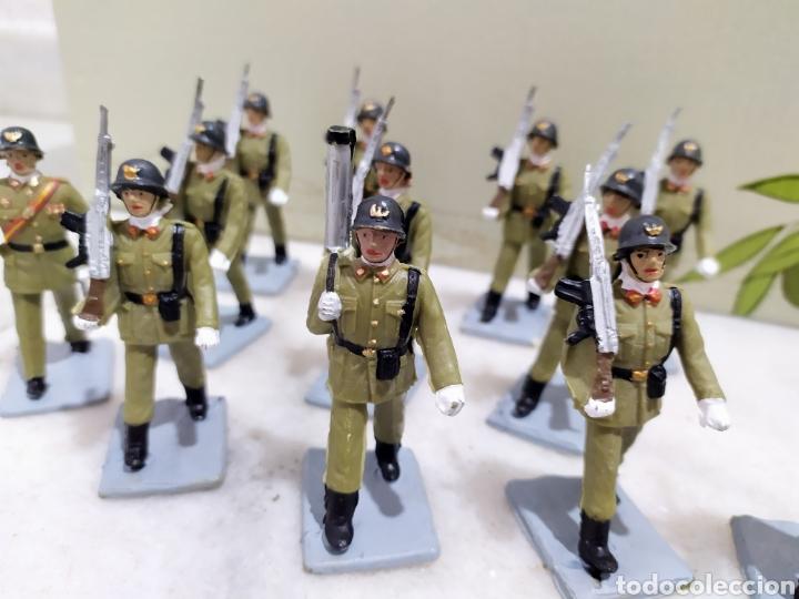 Figuras de Goma y PVC: desfile 12 figuras Infantería de Reamsa, serie soldados españoles. Años 60. - Foto 3 - 195119947