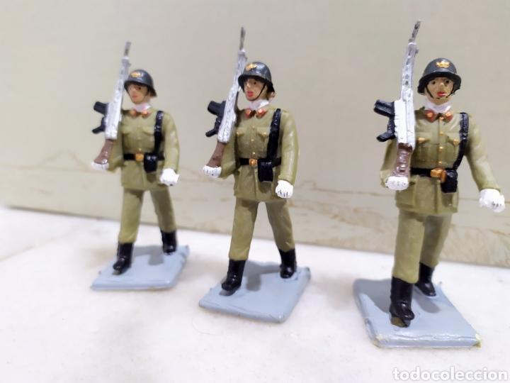 Figuras de Goma y PVC: desfile 12 figuras Infantería de Reamsa, serie soldados españoles. Años 60. - Foto 4 - 195119947