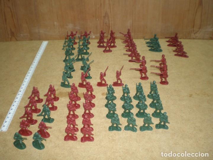 LOTE 74 SOLDADOS 3,5 CM - DE 10 MODELOS VERDES Y ROJOS, MUCHOS DESFILE GUARDIA PARADA MAS FOTOS, (Juguetes - Figuras de Goma y Pvc - Otras)