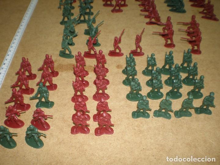 Figuras de Goma y PVC: LOTE 74 SOLDADOS 3,5 CM - DE 10 MODELOS VERDES Y ROJOS, MUCHOS DESFILE GUARDIA PARADA MAS FOTOS, - Foto 3 - 195244202