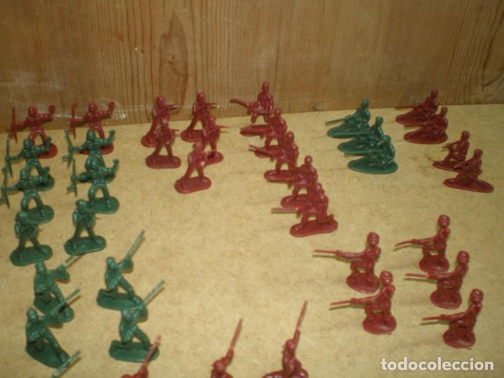 Figuras de Goma y PVC: LOTE 74 SOLDADOS 3,5 CM - DE 10 MODELOS VERDES Y ROJOS, MUCHOS DESFILE GUARDIA PARADA MAS FOTOS, - Foto 4 - 195244202