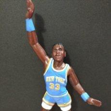 Figuras de Goma y PVC: FIGURA JUGADOR NBA EWING DE LOS NEW YORK-15CM APROX.-YOLANDA-1997-VER FOTOS-B1-V1. Lote 195335286