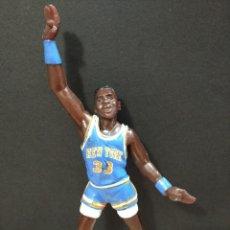 Figuras de Goma y PVC: FIGURA JUGADOR NBA EWING DE LOS NEW YORK-15CM APROX.-YOLANDA-1997-VER FOTOS-B1-V2. Lote 195335478