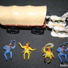 Figuras de Goma y PVC: 4 FIGURAS VAQUEROS + CARROZA TIRADA POR DOS CABALLOS OESTE JEAN HOFLER. W. GERMANY. Lote 195345433