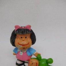 Figuras de Goma y PVC: M69 FIGURA DE GOMA PVC MAFALDA CON MUÑECO. QUINO. COMIC SPAIN.. Lote 195553412