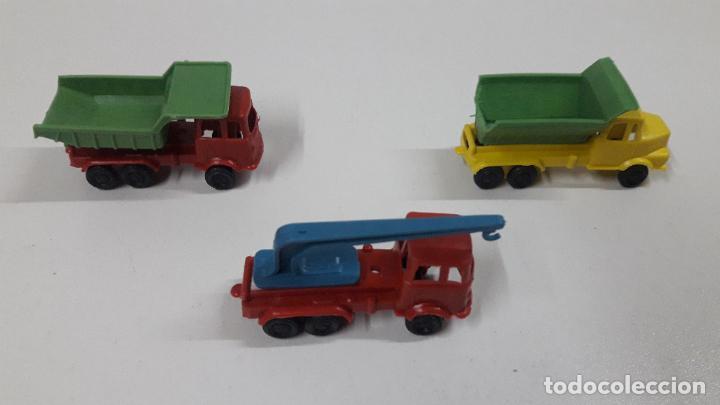 Figuras de Goma y PVC: TRES CAMIONES. JUGUETE KIOSCO . AÑOS 70 - Foto 2 - 196215408