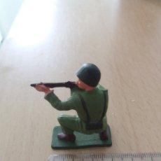 Figuras de Goma y PVC: SOLDADO STARLUX. Lote 196260630
