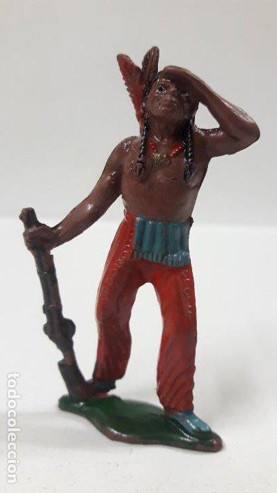 GUERRERO INDIO OTEANDO EL HORIZONTE . REALIZADO POR TEIXIDO . AÑOS 50 EN GOMA (Juguetes - Figuras de Goma y Pvc - Teixido)