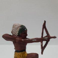 Figuras de Goma y PVC: GUERRERO INDIO . REALIZADO POR PECH . AÑOS 50 EN GOMA. Lote 197176000