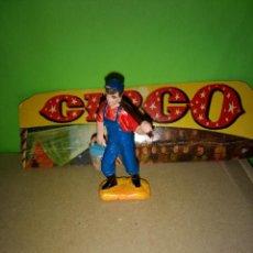 Figuras de Goma y PVC: FIGURA EN GOMA PEON CIRCO CIRCO DIR DOR JECSAN AÑOS 60 BUEN ESTADO. Lote 197224746