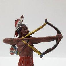 Figuras de Goma y PVC: GUERRERO INDIO CON ARCO . REALIZADO POR TEIXIDO . AÑOS 50 EN GOMA. Lote 197990036