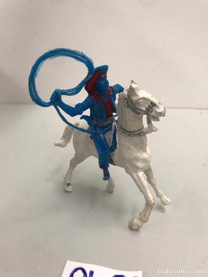 Figuras de Goma y PVC: Antigua figura plástico indios y vaqueros - Foto 2 - 198111131
