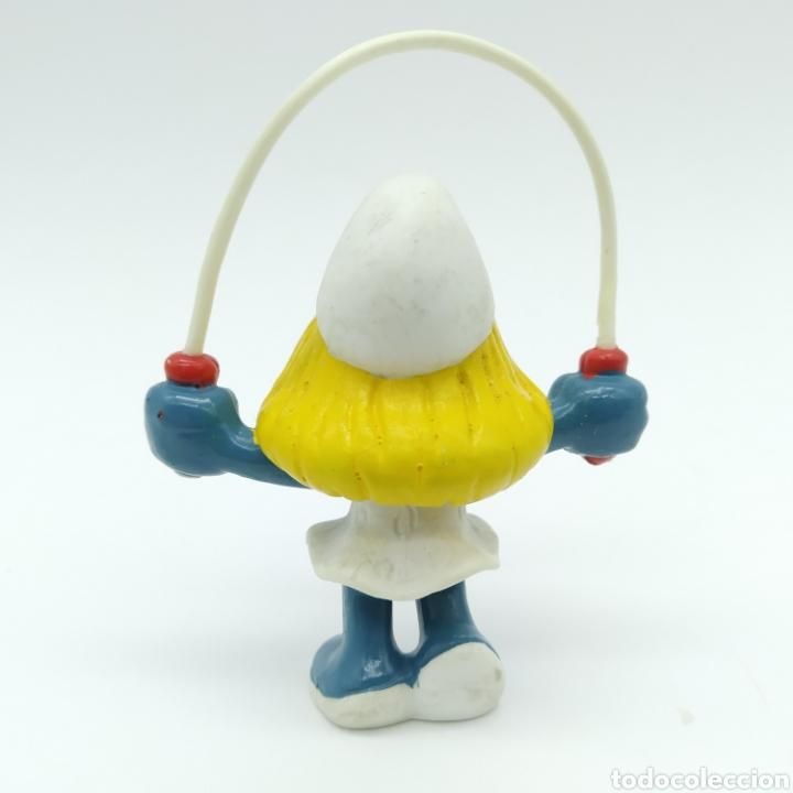 Figuras de Goma y PVC: Pitufina saltando a la comba o cuerda - PEYO 1983 - Foto 2 - 198340620