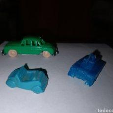 Figuras de Goma y PVC: COCHE TANQUE Y BISCUTER PLASTICO. Lote 198611400